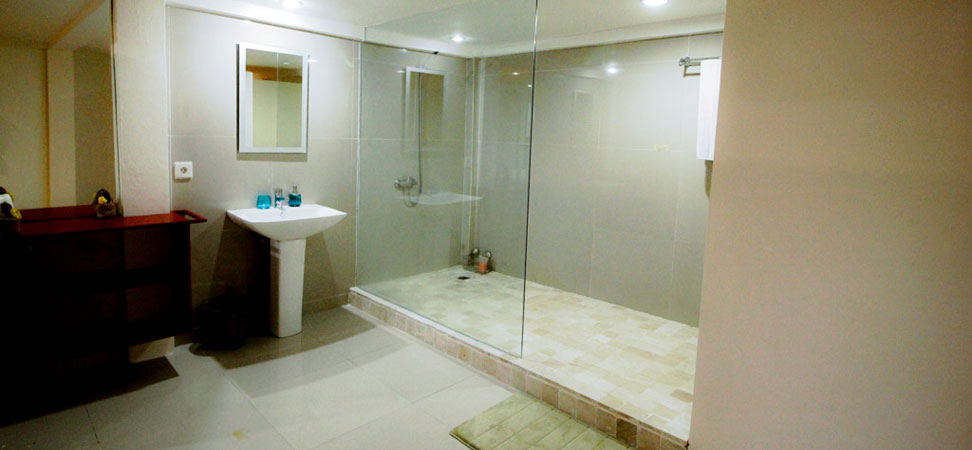 bali lovina villa for rent bathroom